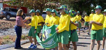 Prefeita Divina Zago recepciona os atletas da XXVII Caminhada Ecológica