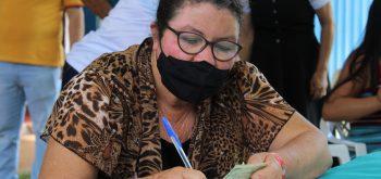 PREFEITURA COLETA ASSINATURA DE FAMÍLIAS PARA REGULARIZAÇÃO FUNDIÁRIA